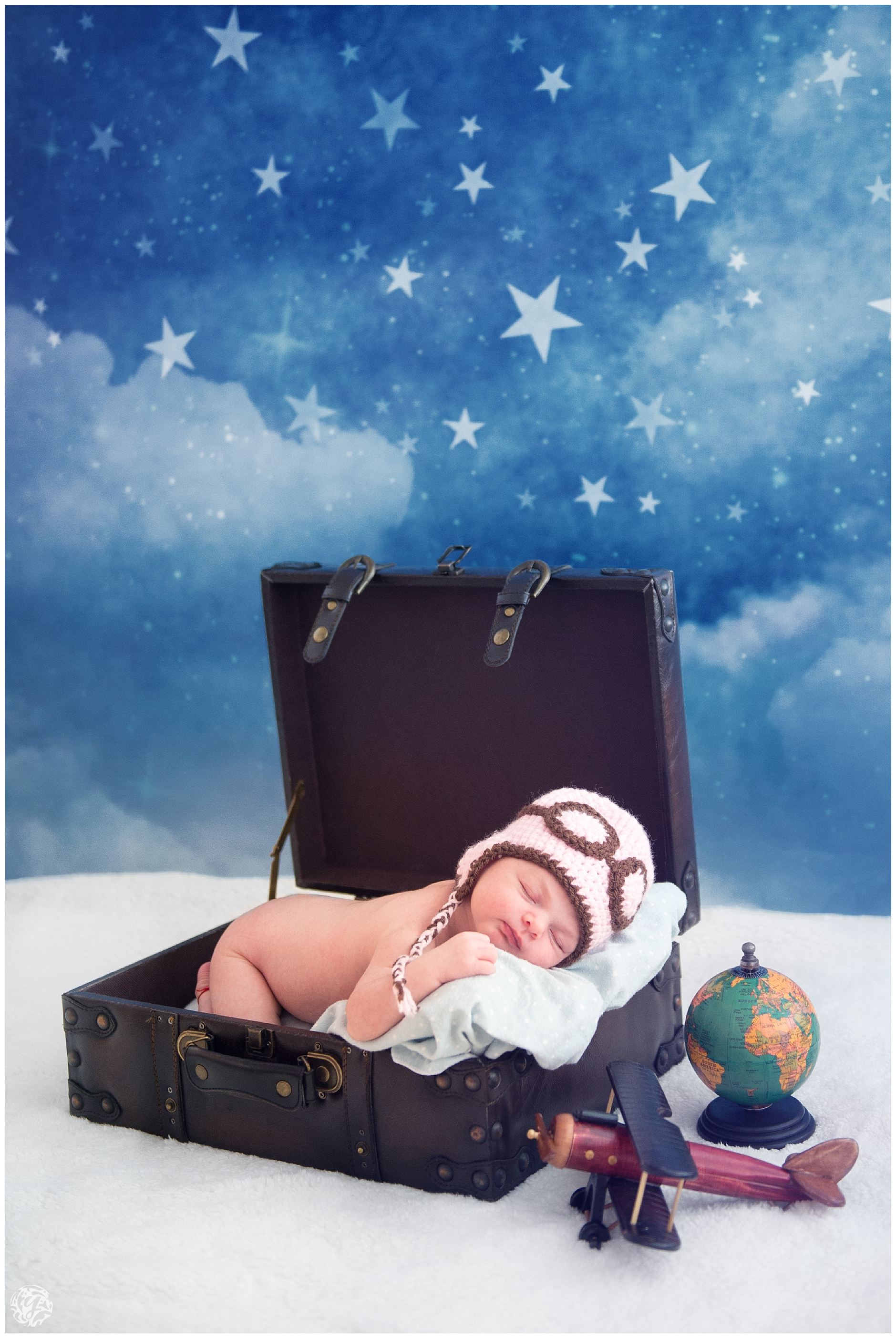 Yana's Photos Newborn Photography - Aviator - Suitcase - Plane - props.jpg